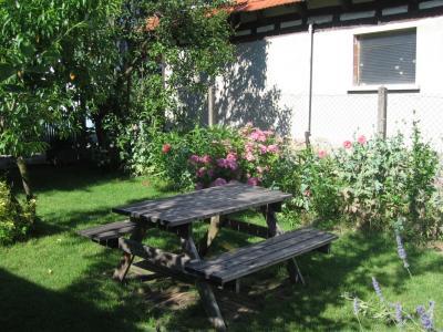 Coin pour se reposer dans le jardin du maenele en Alsace